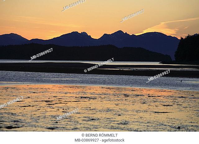 USA, Alaska, coast-landscape, location Eagle Beach, sea, ebb, sandbank, gaze Coast Mountains evening summers North America southeast-Alaska, Inside passage