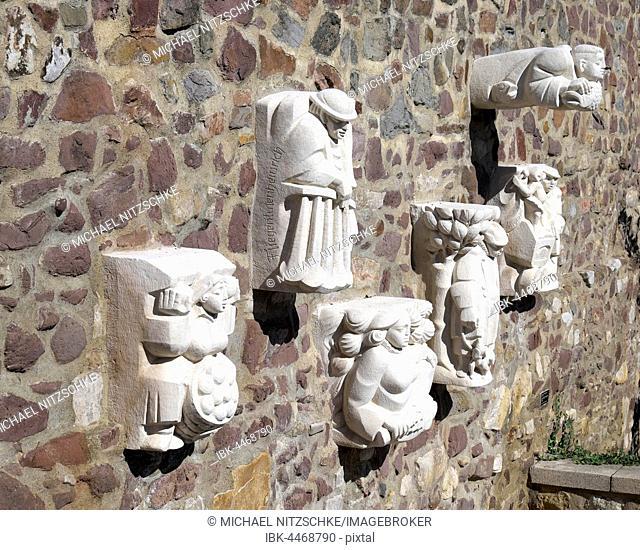 Magdeburg originals on city wall, sculptor Eberhard Roßdeutscher, Magdeburg, Saxony-Anhalt, Germany