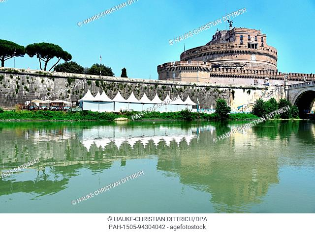 The castle Sant?Angelo at the Tiber river in Rome (Italy), 18 July 2017. | usage worldwide. - Rom/Latium/Italy