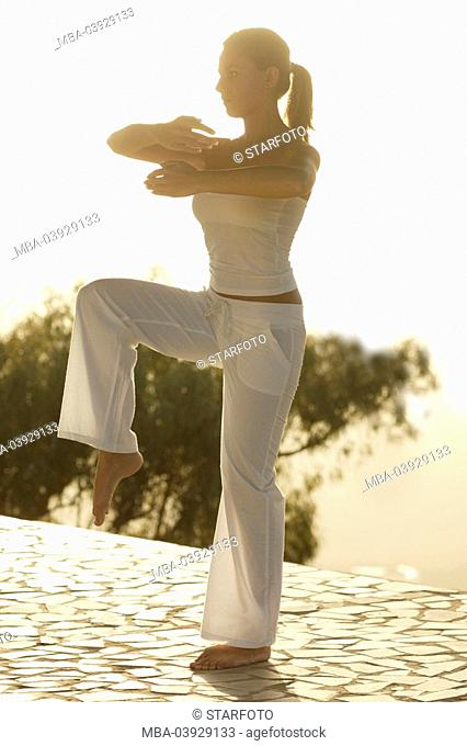 Woman, Tai Chi practice, clothing white, outside, morning-mood, full-length