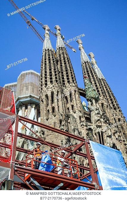 Spain, Catatonia, Barcelona, Basilica and Expiatory Church of the Holy Family, Sagrada Famila, under construction since 1882, built in Spanish Late Gothic