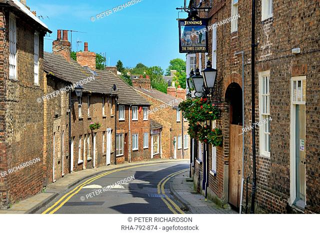 Old houses, Emgate, in the thirteenth century market town of Bedale, Hambleton, North Yorkshire, England, United Kingdom, Europe