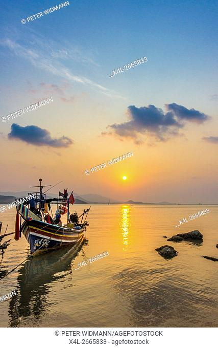 Longtail boats on the beach, sunrise on Bophut Beach, Ko Samui, Thailand, Asia