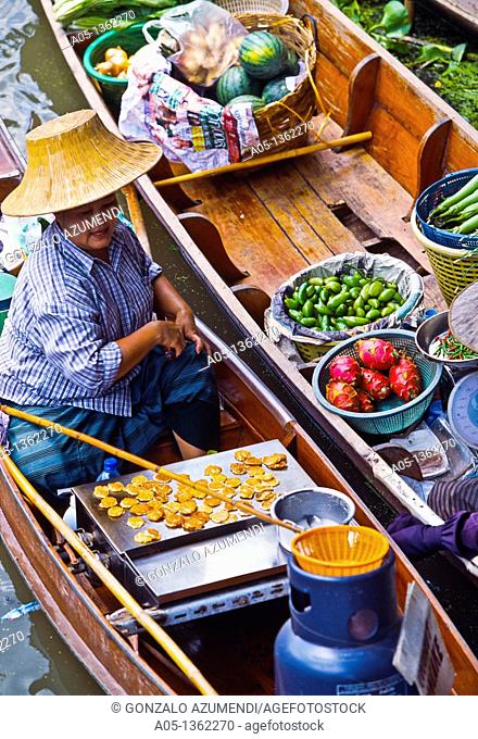 Food sellers in Damnoen Saduak floating market, 100 km away from Bangkok Thailand