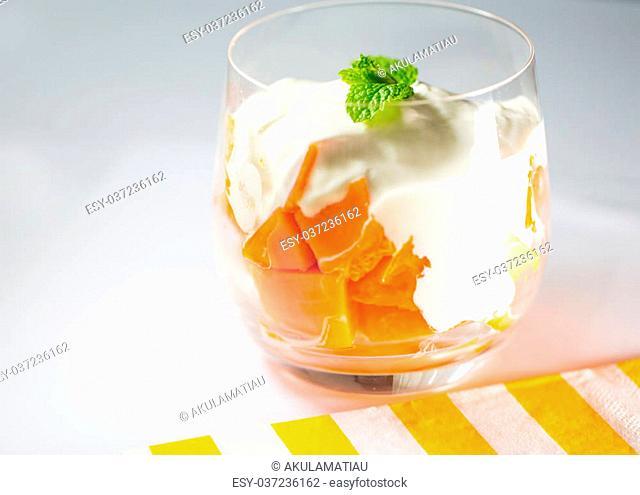 Papaya cube slices with yogurt