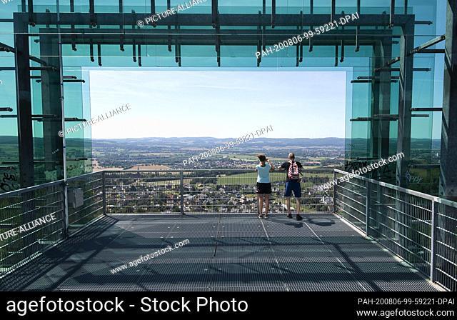 05 August 2020, Lower Saxony, Rinteln: A couple stands on the lookout point Jahrtausendblick at the former amusement park Steinzeichen Steinbergen in the...
