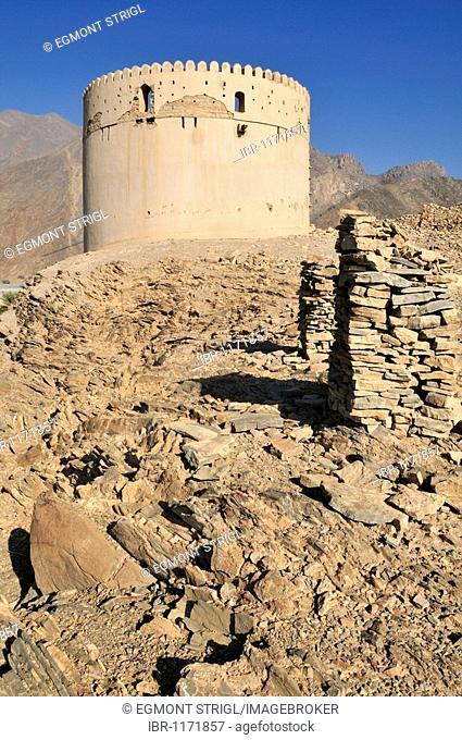 Historic adobe fortification, watchtower at Birkat al Mawz, Hajar al Gharbi Mountains, Dhakiliya Region, Sultanate of Oman, Arabia, Middle East