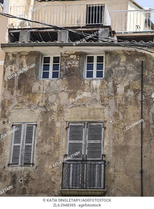Gorgeous olde beat up building in Southern France