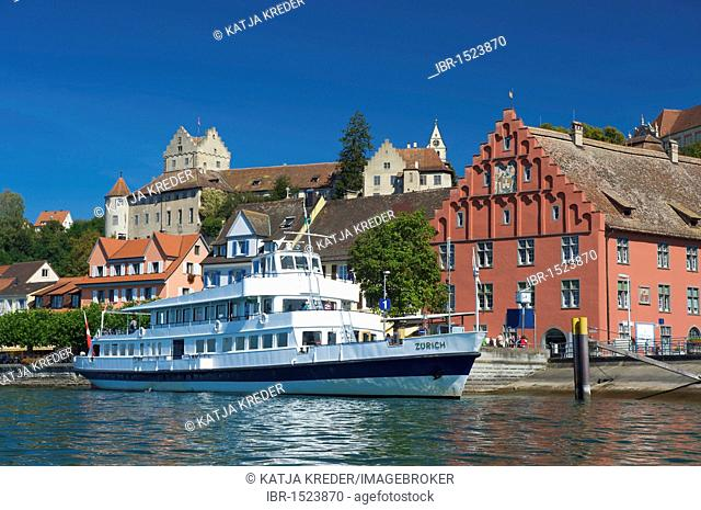 Excursion boat and city view with the Altes Schloss or Burg Meersburg castle, Meersburg, Lake Constance, Baden-Wuerttemberg, Germany, Europe