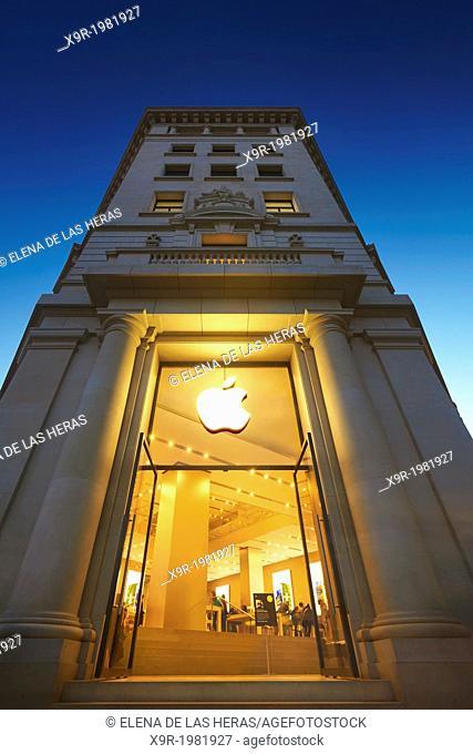 Apple store entrance in Catalonia Square, Barcelona, Catalonia, Spain