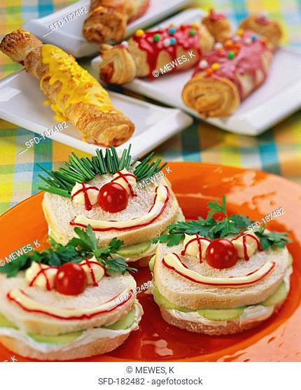 Clown sandwiches and puff pastry crackers for children's party