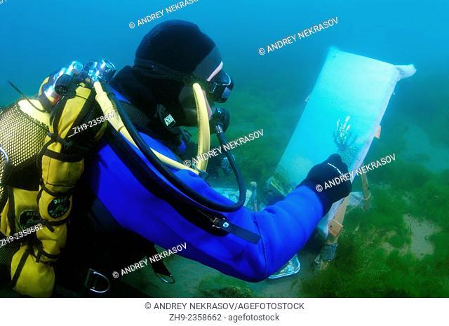 Underwater artist Yuriy Alexeev (Yuri Alekseev) paints a picture under water. Lake Baikal, Listvyanka, Irkutsky District, Irkutsk Oblast, Siberia, Russia
