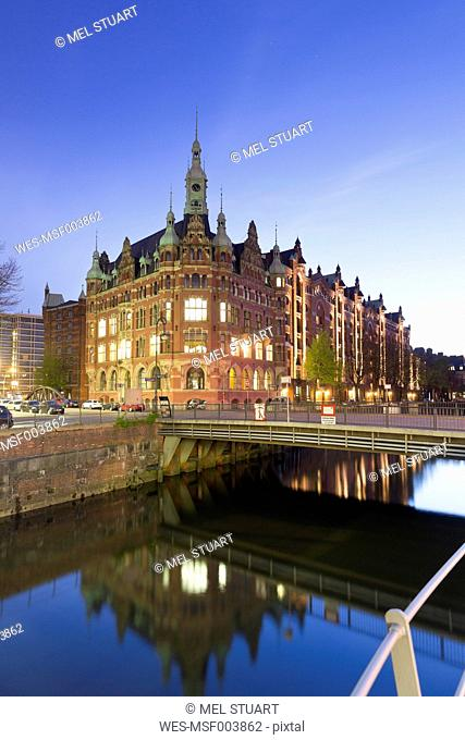 Germany, Hamburg, Hafenrathaus at Hollaendischbrookfleet in Speicherstadt