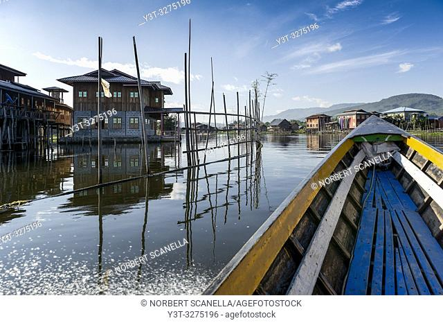 Myanmar (ex Birmanie). Inle lake. Shan state. The Intha, an ethnic group of Inle Lake, live in about 40 lake villages around the lake