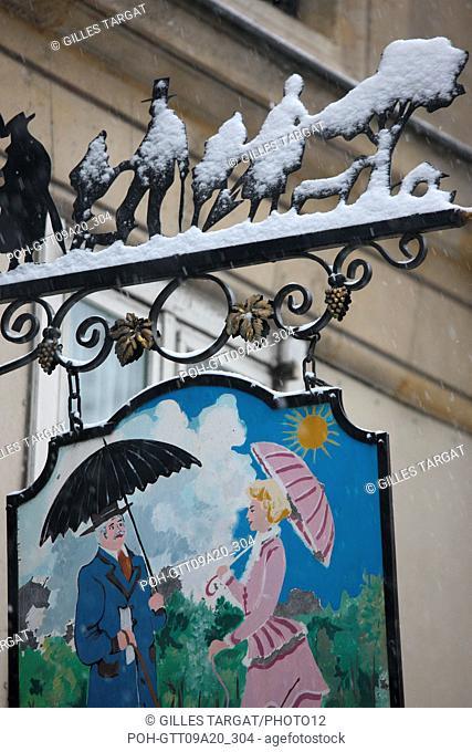 France, ile de france, paris 5th arrondissement, Snow, Snowy, Snowing, December 2009, Boulevard Saint Michel, Detail of a brand covered by snow