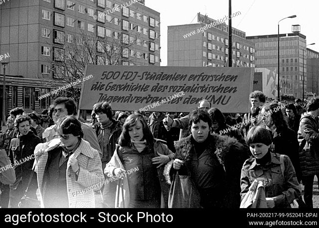 """01 May 1979, Brandenburg, Leipzig: The demonstration on May 1, 1979 in Leipzig on the Ring, in the """"""""GDR called the International Day of Struggle and Holiday of..."""