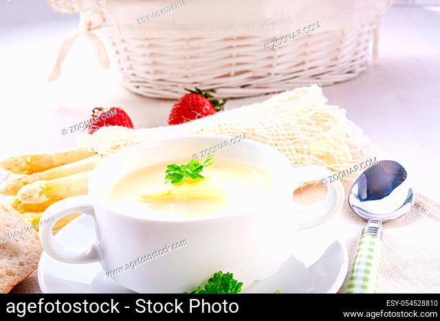 Delicious white asparagus cream soup
