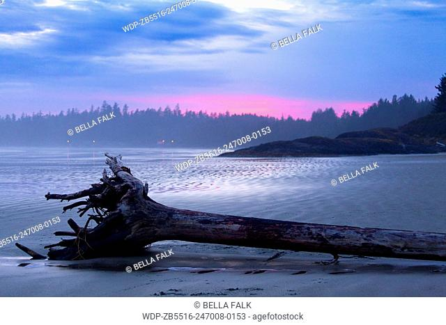 Colourful sunset at Long Beach, Tofino, Vancouver Island, British Colombia, Canada