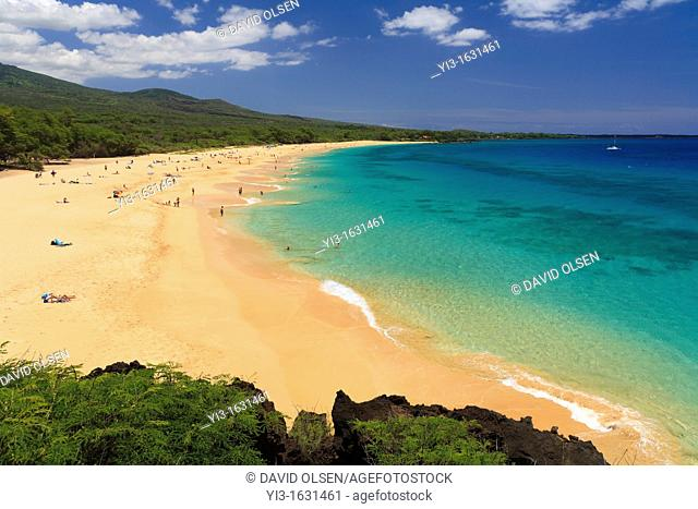 Turquoise water at Big Beach, Makena, Maui, Hawaii