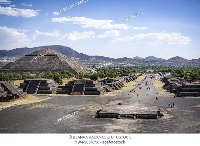 View of the Avenue of the Dead and the Pyramid of the Sun, from the Pyramid of the Moon. Teotihuacan, archaeological complex northeast of Mexico City, Mexico