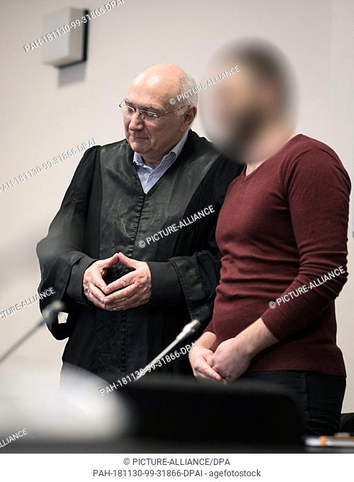 30 November 2018, Hamburg: The alleged Islamist terrorist Yamen A. and his lawyer Wolfgang Ferner (l) are about to begin sentencing in the courtroom of the...