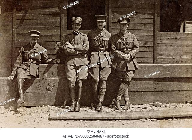 Album Campagna di guerra 1915-1916-1917-1918, tenente Jack Bosio: portrait of a group of soldiers, shot 05/1917