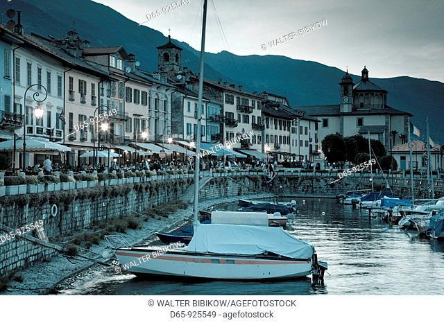 Italy, Piedmont, Lake Maggiore, Cannobio, Piazza Vittorio Emanuele III, view from the harbor, dusk