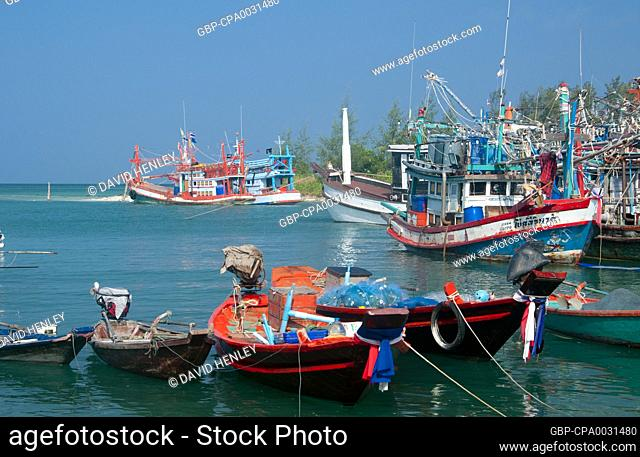 Ko Phangan is 15 km (9.5 miles) north of Ko Samui, and, at 168 sq km (65 sq miles) about two-thirds of its size. The island has the same tropical combination of...