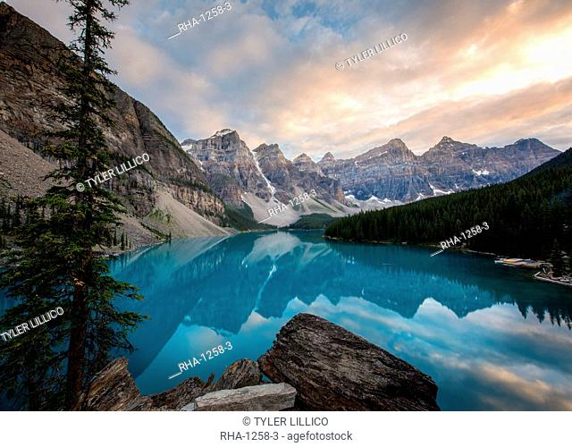 Moraine Lake at sunset in the Canadian Rockies, Banff National Park, UNESCO World Heritage Site, Alberta, Canada, North America