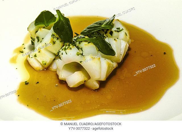 Pintxo de Chipirón salteado, cebolleta y su jugo. Restaurante Palacio de Larrea. Basque Country, Spain