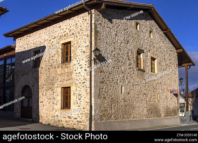 Ayuntamiento, Alhóndiga y Cárcel. San Vicente de Arana. Ã. lava. País Vasco. España