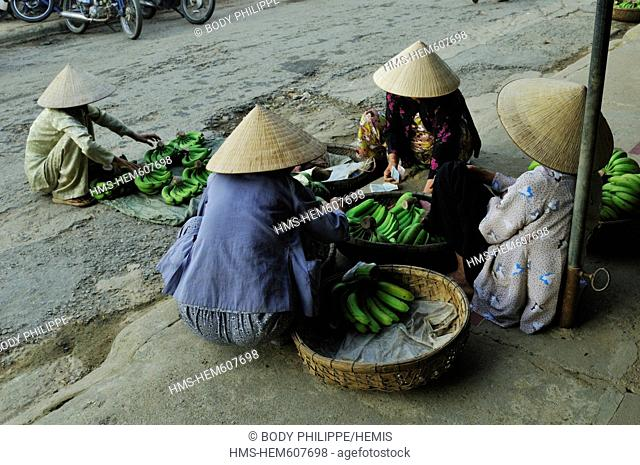 Vietnam, Quang Nam Province, Hoi An, Old Town, listed as World Heritage by UNESCO, sellers in the street