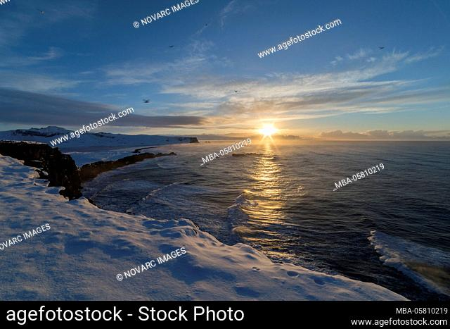 Reynisdrangar, black rock pinnacles off the coast of V¡k ¡ Mýrdal, Iceland