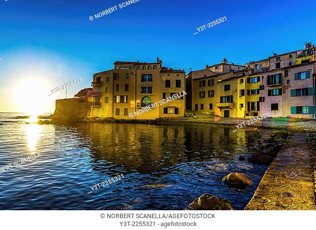 Europe, France, Var, Saint-Tropez. Colored houses in the Ponche beach in the early morning