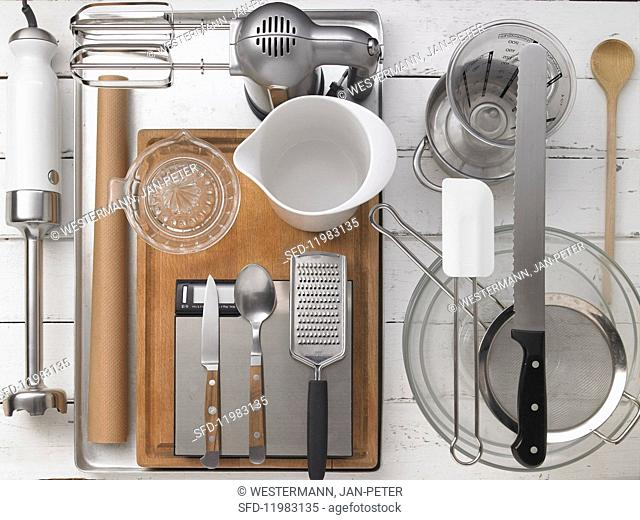 Kitchen utensils for making Swiss roll