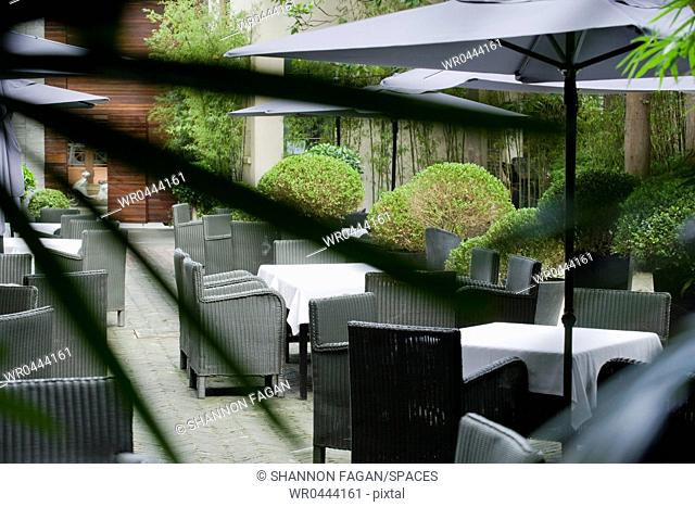 Outdoor Restaurant Seating