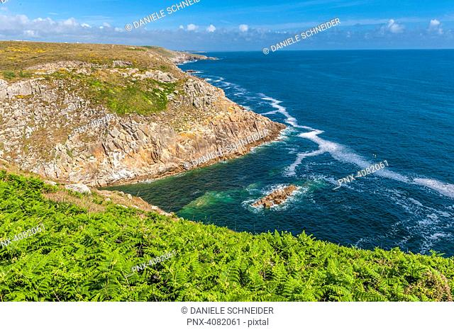 France, Brittany, coast seen from the coastal track (Grande Randonnee 34, number 34 in a network of long-distance footpaths in Europe) between Feunteun Aod...
