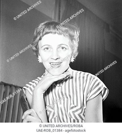 Porträt einer jungen Frau im Deutschland der 1950er Jahre. Portrait of a young woman, Germany 1950s