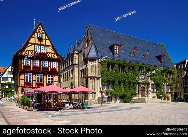 Caf' and town hall at the market, Quedlinburg, Saxony-Anhalt, Germany