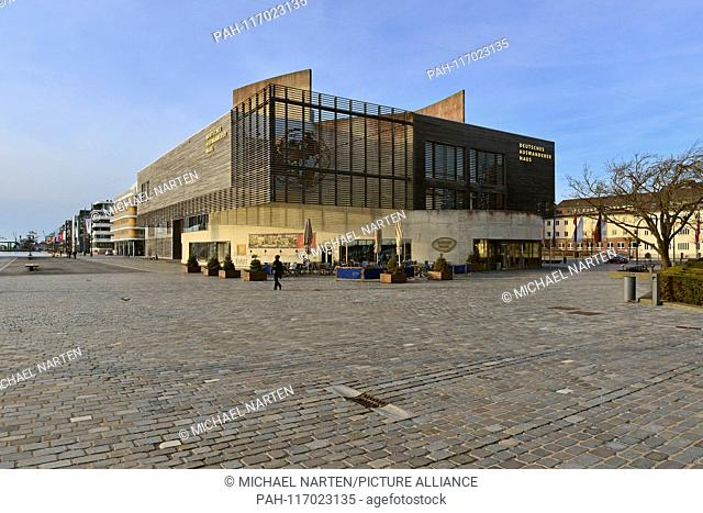 Exterior view of the building with the museum Deutsches Auswandererhaus beside Bremerhaven's new harbour, 6 April 2018   usage worldwide