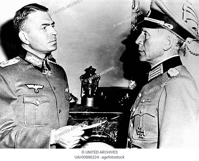 ROMMEL, DER WÜSTENFUCHS Desert Fox USA 1951 - Henry Hathaway Generalfeldmarschall Rommel (JAMES MASON,l) ist auf seinem Afrikafeldzug bei El-Alamein von den...