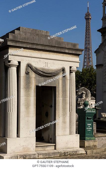 TOMB, PASSY CEMETERY, 16TH ARRONDISSEMENT, PARIS (75), ILE-DE-FRANCE, FRANCE