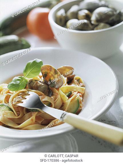 Ribbon noodles with clams (tagliatelle orto e mare)