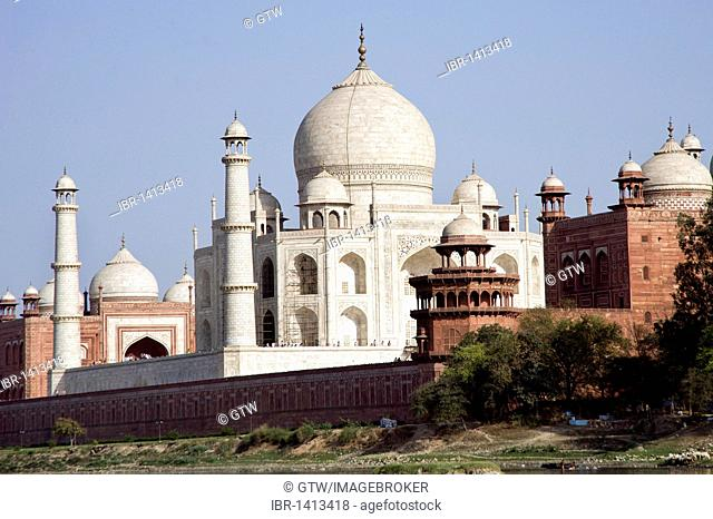 Taj Mahal, UNESCO World Heritage Site, viewed from the Yamuna river, Agra, Uttar Pradesh, India, Asia