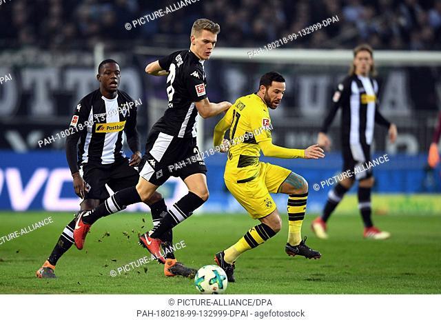 18 February 2018, Germany, Moenchengladbach: Bundesliga soccer match Borussia Moenchengladbach vs Borussia Dortmund in the Borussia Park stadium:...