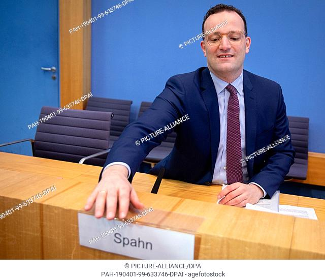 01 April 2019, Berlin: Jens Spahn (CDU), Federal Minister of Health, presents new organ donation rules at the federal press conference