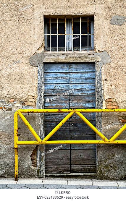 brown europe italy lombardy  in the milano old window closed brick  abstract grate door terrace