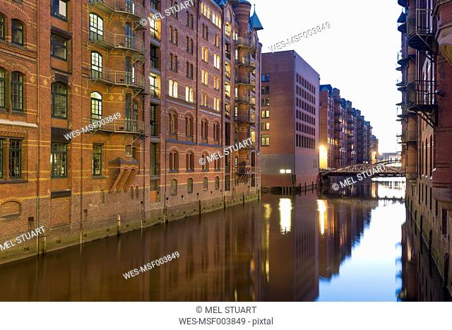 Germany, Hamburg, Warehouses at Wandrahmsfleet in Speicherstadt