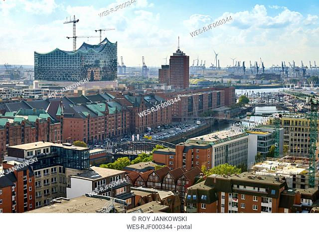 Germany, Hamburg, cityscape with Speicherstadt and Elbphilharmonie