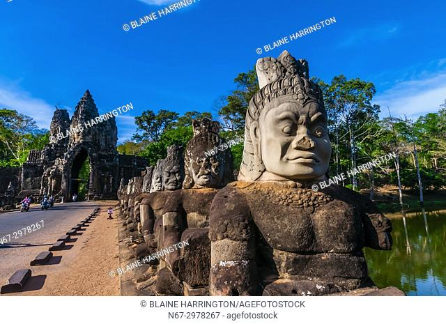 South Gate causeway bridge lined with statues of various gods, Angkor Thom (Angkor Wat complex), Cambodia